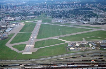 Should Edmonton close the Edmonton City Centre Airport?